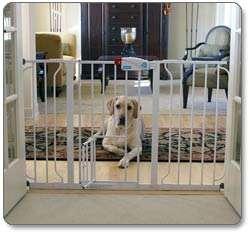 Carlson 0930PW Extra Wide Walk Thru Gate with Pet Door