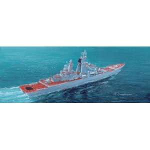 1/700 Pyotr Veliky Russian Missile Cruiser: Toys & Games