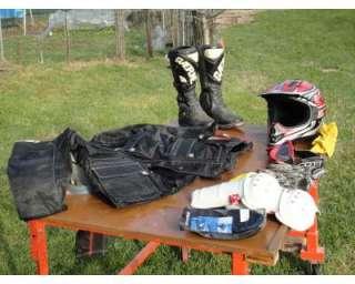 Abbigliamento completo MotoCross, Tuta, Scarponi, Casco, Guanti Cross