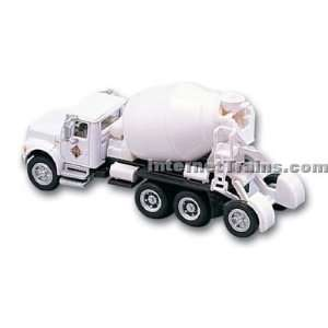 HO Scale International 4900 4 Axle Cement Mixer   White Toys & Games