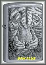 AUTHENTIC Zippo Tiger Emblem Street Chrome Lighter 2028
