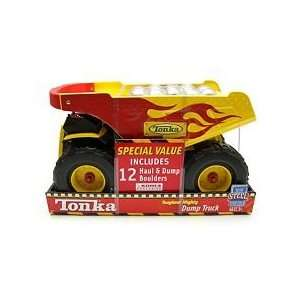 Tonka Toughest Mighty Dump Truck   Bonus 12 Boulders Toys & Games
